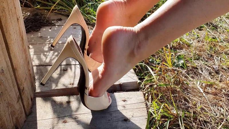 Gianmarco lorenzi high heels mules dangling high heels balancing shoeplay dipping scene 582