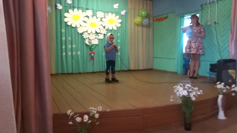 Стихотворение рассказывает Козьмовский Алеша