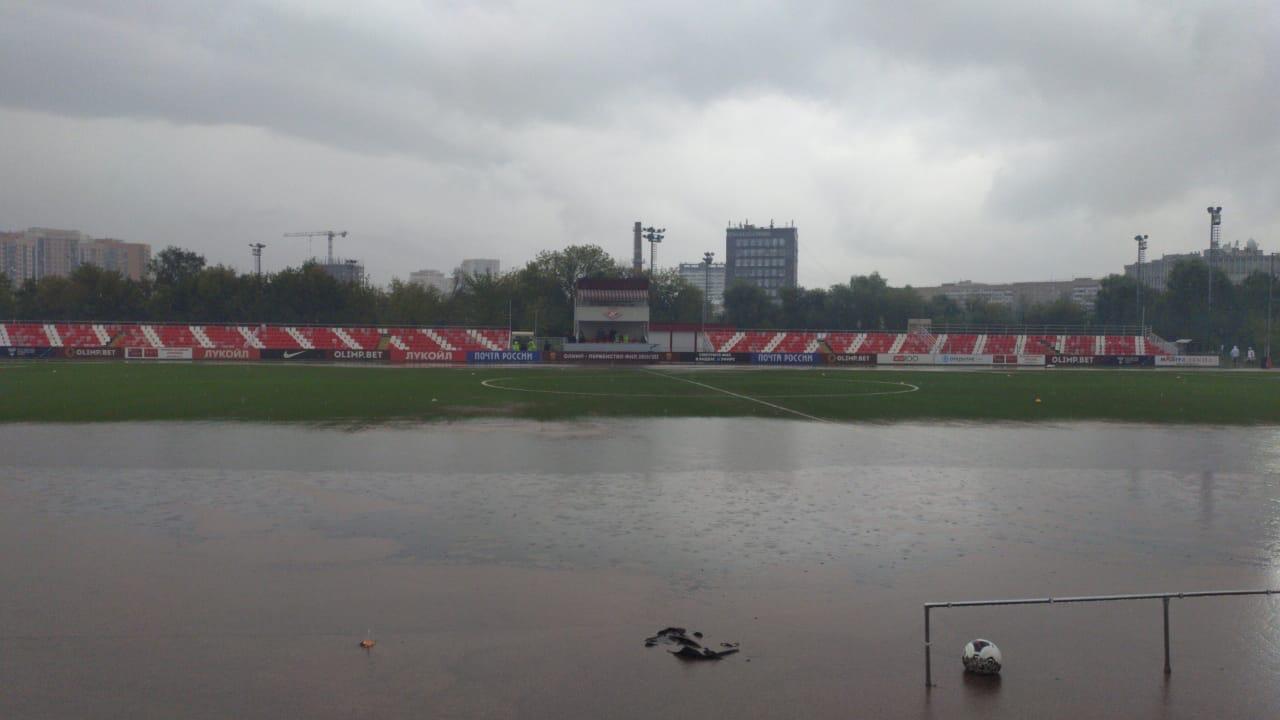 MBDW2WGrQ3o - Завершился перенесенный из-за дождя матч ФНЛ