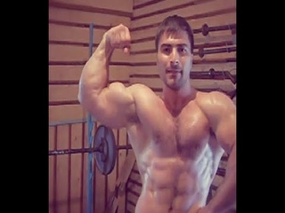Эльбрус Мамалиев - Подъем на бицепс широким хватом 90 кг на 10 повторений